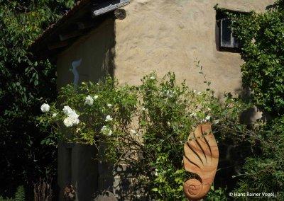 Impression Garten und kleiner Stall