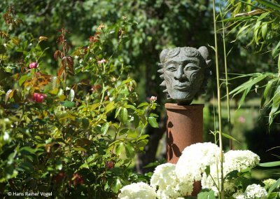 Gesichtsskulptur aus Stein