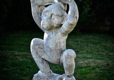 Affenfigur aus Stein